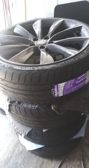 """21"""" Tesla rims smoke gray with undriven tires for Sale in Hartford, CT"""