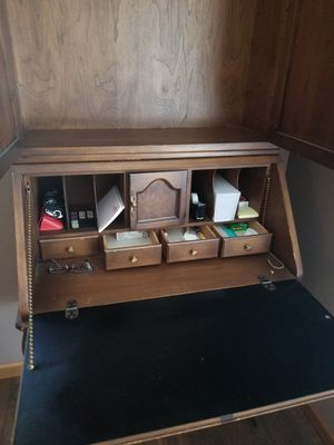 Desk / Hutch for Sale in Hanna City, IL