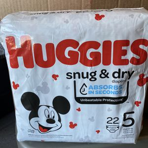 Huggies Diapers Size 5 for Sale in Apple Valley, CA