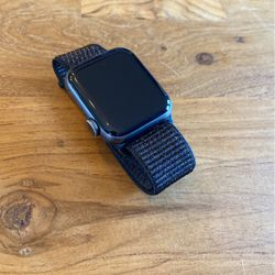 Apple Watch 40mm Series 4 + Sports band for Sale in Seattle,  WA