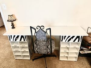 Makeup Vanity / Desk for Sale in Gilbert, AZ