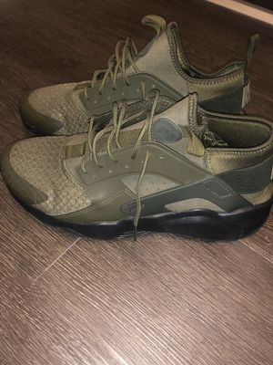 Army green Nike huaraches for Sale in Des Moines, WA