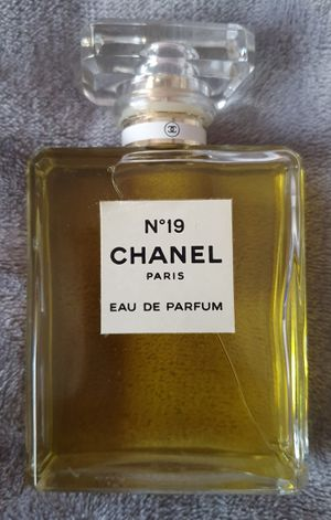 Brand New CHANEL N°19 Perfume 3.4 oz / WITHOUT BOX $90 Pickup only. for Sale in The Bronx, NY
