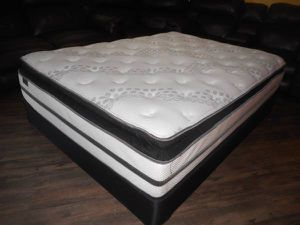 QUEEN SIZE MATTRESS & BOXSPRING ... FREE DELIVER for Sale in Aurora, CO