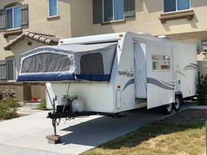 2002 Starcraft Hybrid Trailer 23 FT. W/ 2 Pop Outs & Slide Out for Sale in Fontana, CA