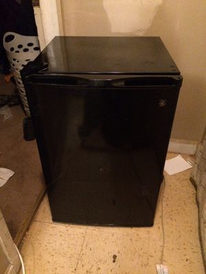 Mini fridge for Sale in Rocky Top, TN