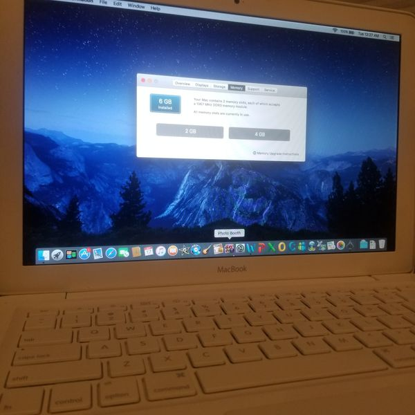 Macbook upgraded to 6GB RAM Memory 250gb 2.26GHZ intel core 2 duo Wireless Bluetooth built in mic Webcam periscope disc drive Airdrop music & charger