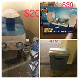 CD stereo system/ Vicks humidifier for Sale in Chandler, AZ