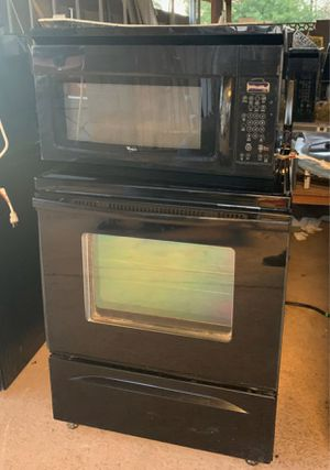 Stove, microwave kitchen appliances whirlpool for Sale in Tempe, AZ