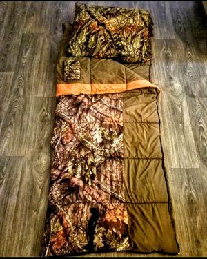 Master Sportsman Pathfinder Realtree Xtra 30-40 Degrees Sleeping bag for Sale in Riverview, FL