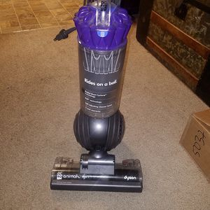 Dyson dc40 animal Origins upright vacuum cleaner for Sale in Mountlake Terrace, WA
