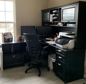 Black Corner Desk with Hutch for Sale in Decatur, GA