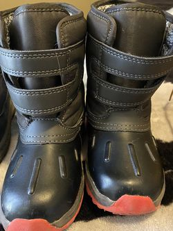 Snow Boots / Toddlers for Sale in El Paso,  TX