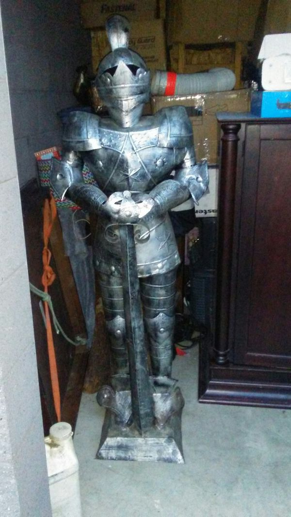 (1) Large armored knight