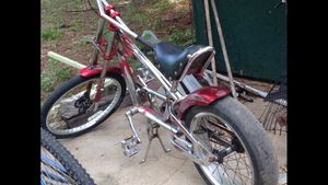 crome and red l chopper bicycle for Sale in Byhalia, MS