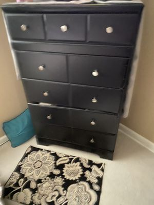 Dresser and two nightstands for Sale in OH, US