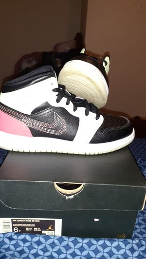 Air Jordan 1 mid FOR SALE size 6 in kids for Sale in Schertz, TX