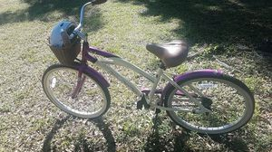 La Jolla Street Cruiser Bike! Helmet and basket included! for Sale in Pompano Beach, FL