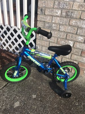 Dynacraft Bike with Training Wheels for Sale in Renton, WA