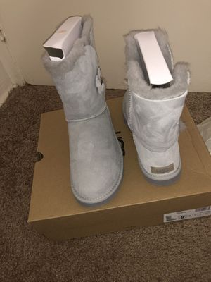 Brand new UGGS, size 9 for Sale in Baltimore, MD