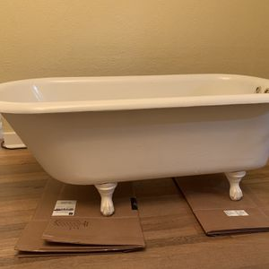 Antique 1915 claw foot tub- hardware included for Sale in Seattle, WA