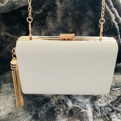 White And Gold Clutch for Sale in Baltimore,  MD
