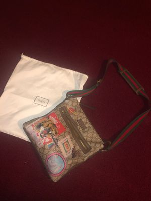 Men Gucci GG supreme messenger bag for Sale in Laurel, MD