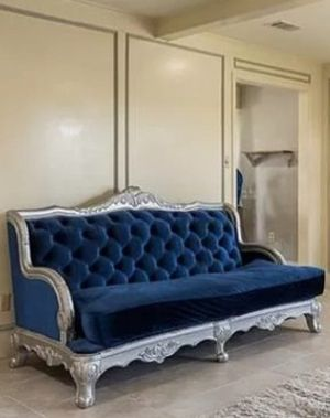 Royal Vintage Couch for Sale in Garland, TX