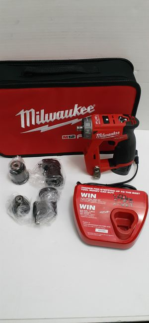 Milwaukee M12 FUEL 12-Volt Lithium-Ion Brushless Cordless 4-in-1 Installation 3/8 in. Drill Driver Kit with 4-Tool Heads brand new nuevo for Sale in San Bernardino, CA