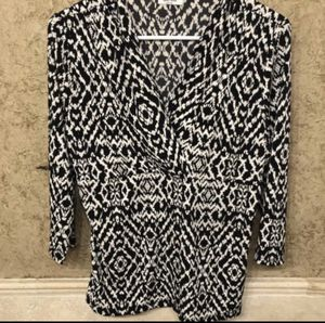 Black and white shirt/blouse (med) for Sale in Arlington, TX