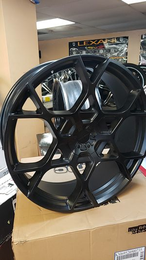 "26"" KMC matte black rims and tires for Sale in Hialeah, FL"