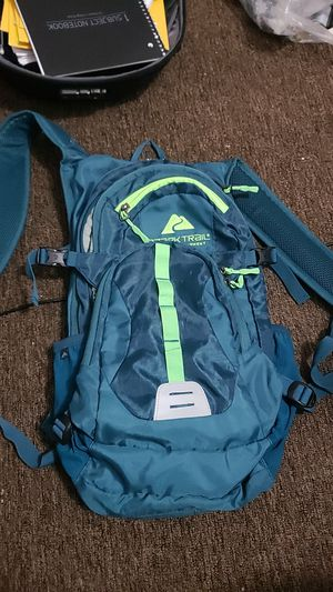 Never used camel back hiking backpack for Sale in Miller Place, NY
