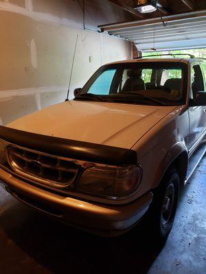 96 ford explorer Eddie bauer for Sale in Traverse City, MI