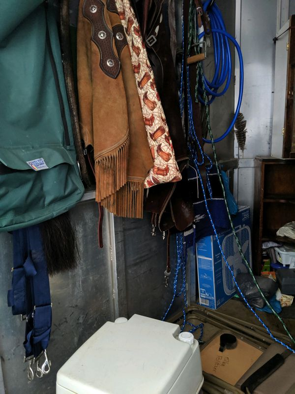 1995 Sooner 3 horse gooseneck trailer with dressing room