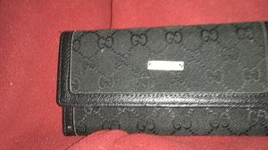 Woman's Gucci trifold wallet for Sale in Saint Charles, MO