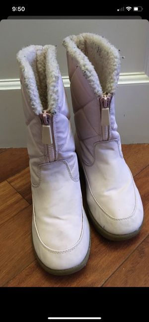 Girls size 3 winter boots for Sale in Mukilteo, WA