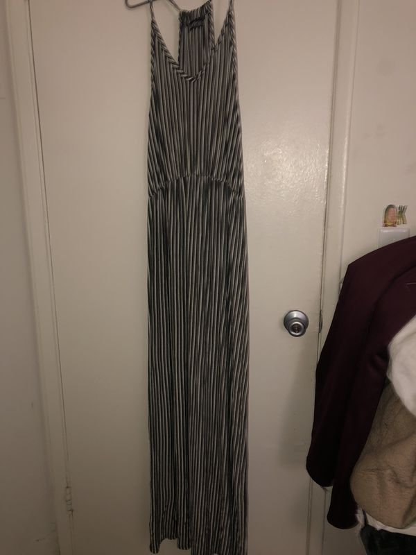 LARGE-XLarge dresses all for 8$