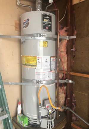 Water Heater in Excellent Conditiom for Sale in Emerald Hills, CA