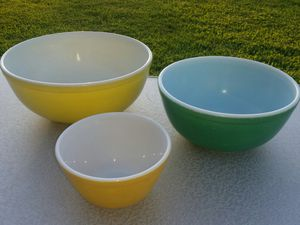 VINTAGE PYREX MIXING BOWLS (3) for Sale in Stanton, CA