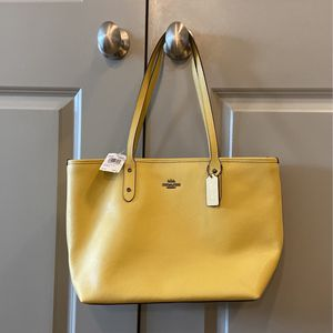 Coach Shoulder Bag for Sale in Watertown, MA