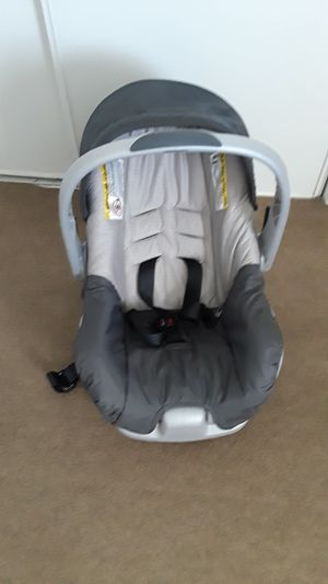 Baby car seat with base, practicaly new. for Sale in Riverside, CA