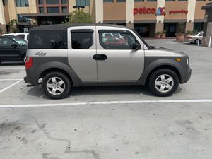 AWD Honda Element very clean inside and out !! for Sale in Glendale, CA