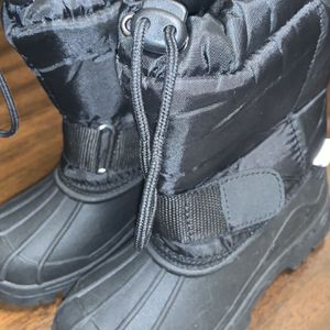 Kids Zoogs Snow Boots for Sale in Hacienda Heights, CA
