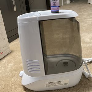Humidifier With Lavender Essential Oil for Sale in Temecula, CA