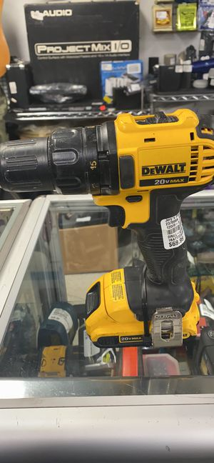 Dewalt drill with battery and charger for Sale in Hope Mills, NC