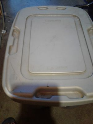 FREE STORAGE TOTE USED BUT STILL IN GOOD CONDITION ( PLEASE CHECK OUT ALL MY OFFERS TOO) for Sale in Huntington Park, CA