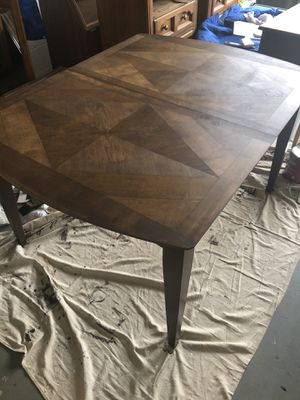 Dining table and 4 chairs for Sale in Orlando, FL