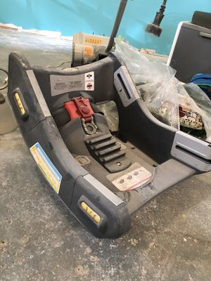 Graco baby car seat universal mount for Sale in Saint Clair Shores, MI