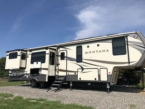 2017 Keystone Montana Fifth Wheel Camper for Sale in Richmond, VA