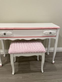 Adult Vanity With Chair for Sale in Escondido,  CA